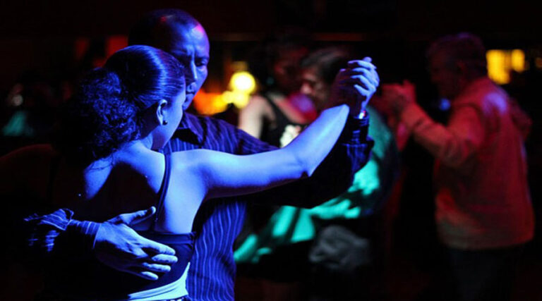 Ne znaš plesati? Ne zmoreš plesati? Ahm … pa kaj še!