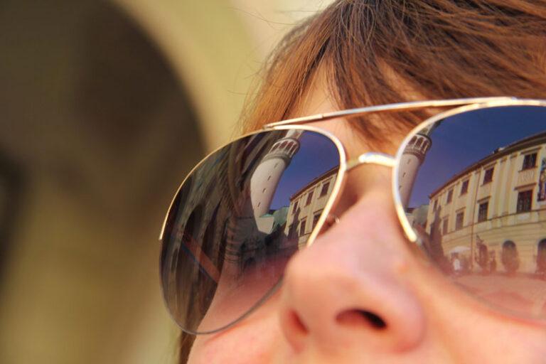 Nošenje sončnih očal vpliva na tvojo češariko (epifizo)