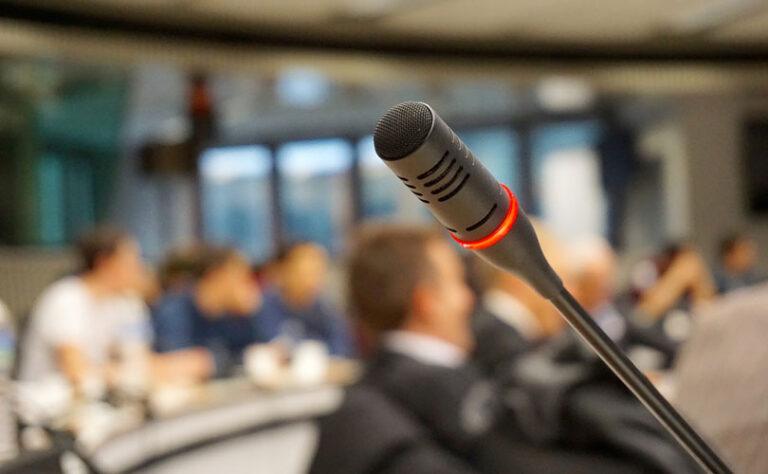 7 napak, ki jih počnejo govorniki ob javnih nastopih