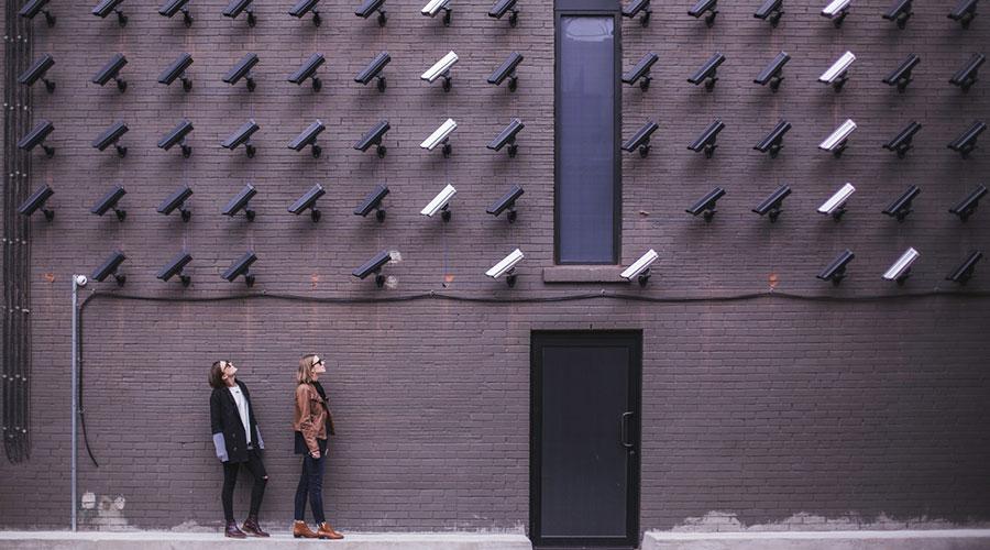 vec-zasebnosti-manj-cenzure
