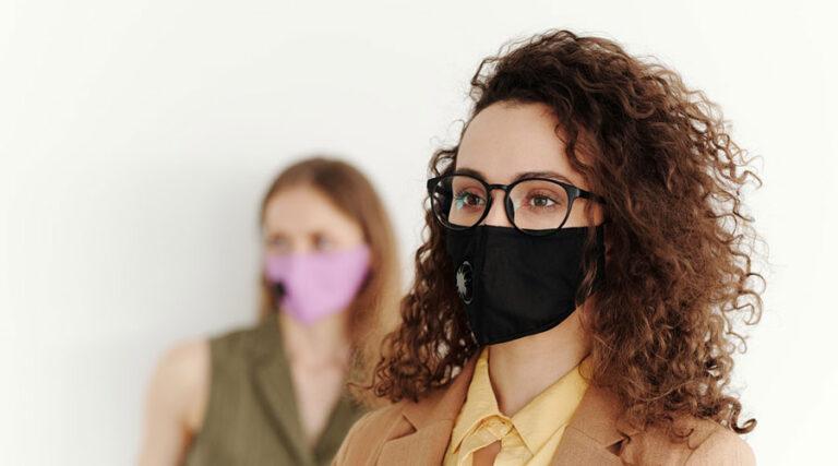 Pravice gluhih in naglušnih v času nošenja mask
